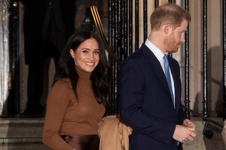 Rainha concorda com 'período de transição' de Harry e Meghan