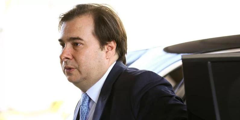 Caixa rouba R$ 7 bilhões por ano do trabalhador com taxa do FGTS, diz Maia