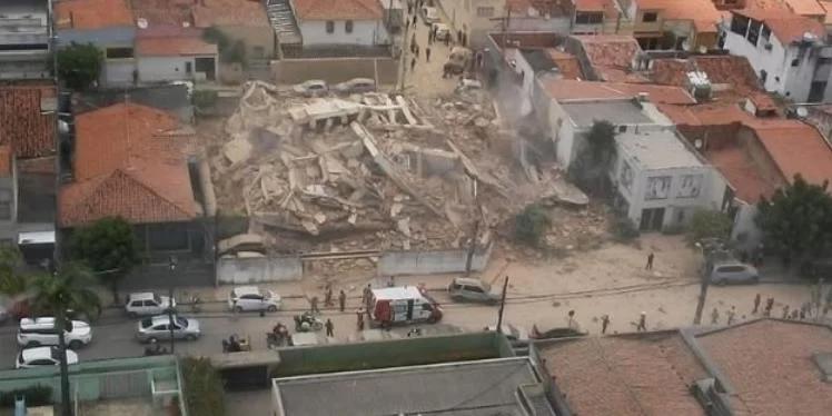 Desabamento de prédio residencial deixa ao menos um morto em Fortaleza