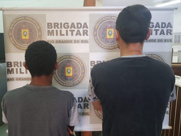 Dupla é presa por posse ilegal de arma de fogo em Estrela