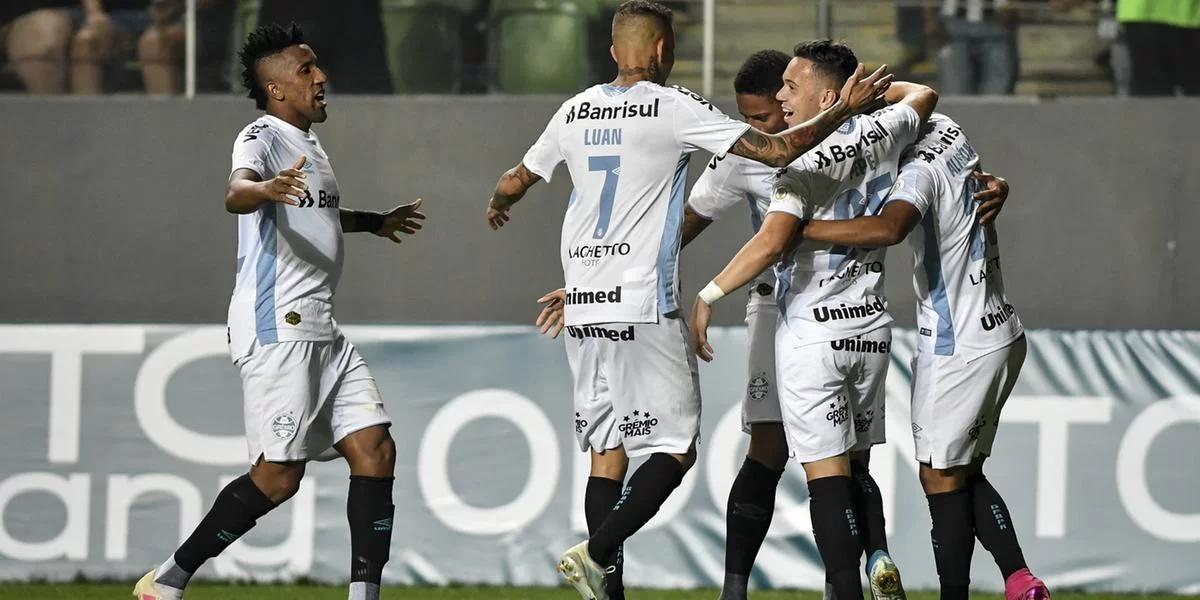 Fora de casa, Grêmio goleia o Atlético-MG e entra no G6