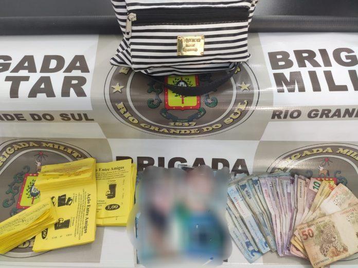 Mulheres são detidas por estelionato durante venda de rifas, no Centro de Lajeado