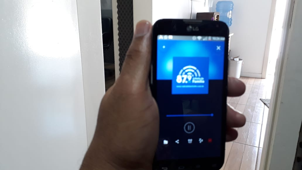 Acesse nosso aplicativo e ouça nossa programação também pelas redes sociais.