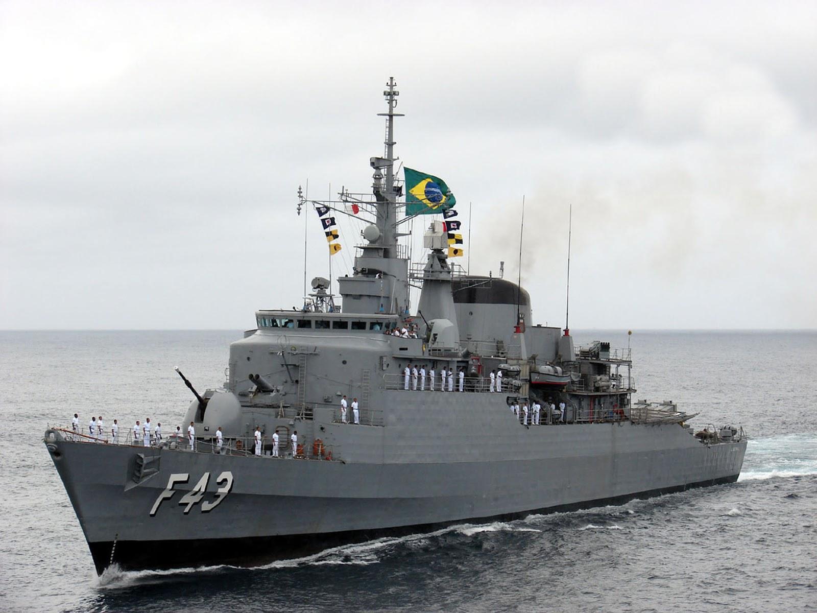 Navio da Marinha é aberto à visitação no Porto do Recife