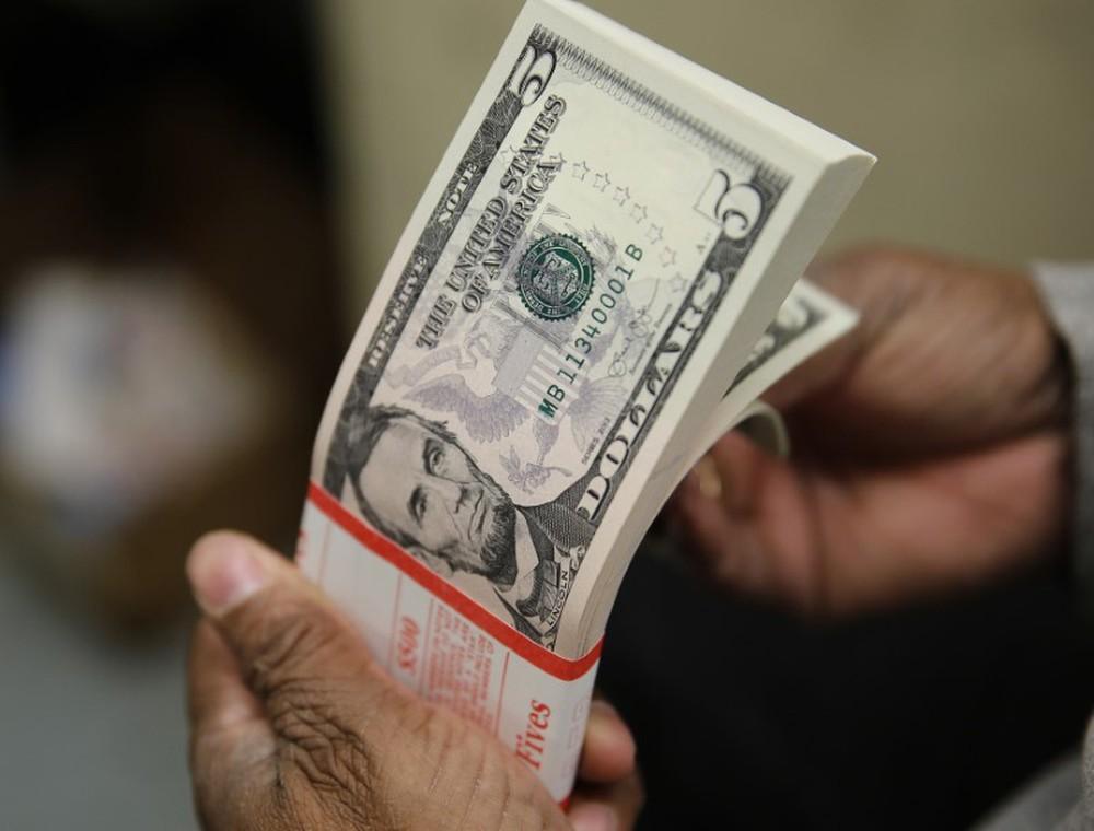 Dólar sobe a R$ 4,18 e atinge a segunda maior cotação de fechamento da história
